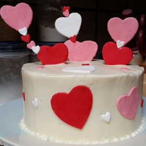 valentines cake with fondant hearts
